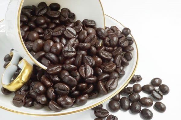こぼれるコーヒー豆