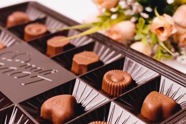 チョコは吹き出物の原因になる?白砂糖を甘く見てませんか?
