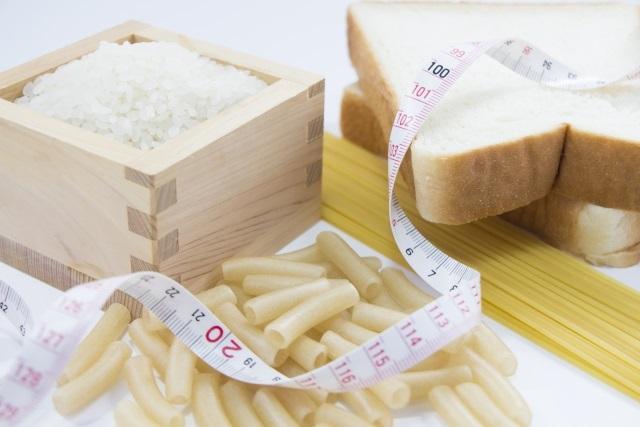 糖質制限の弊害!肌荒れや抜け毛、便秘の原因となる?