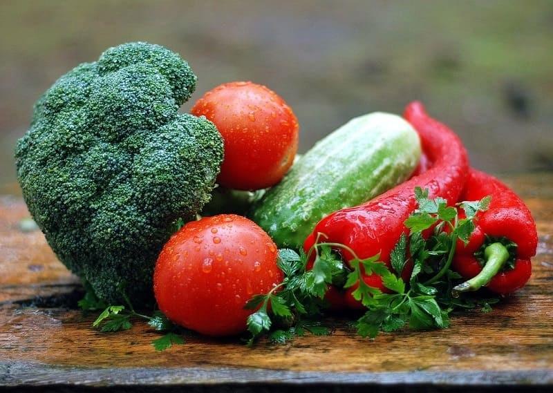 ニキビに効く、吹き出物、サプリメント、ビタミンB2、ビタミンC、野菜